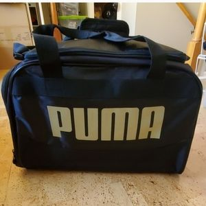 SALE🥰Unisex Puma duffle bag new